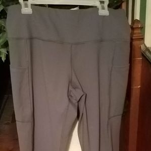 NWOT GRAY LEGGINGS WITH POCKETS